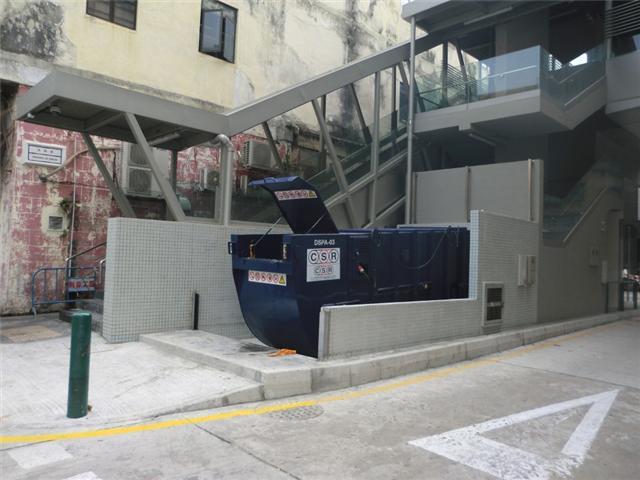 M15 Compacting trash bin at Travessa da Guelra No. 7