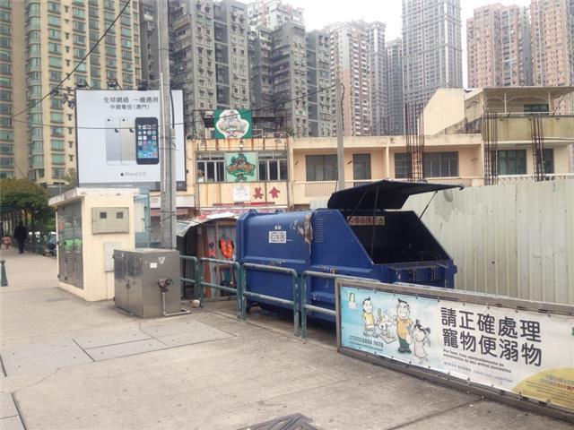 T1 Compacting trash bin at Largo dos Bombeiros, Taipa