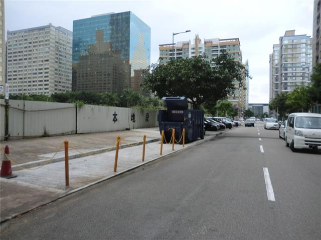 M53 Compacting trash bin at Rua Cidade de Braga