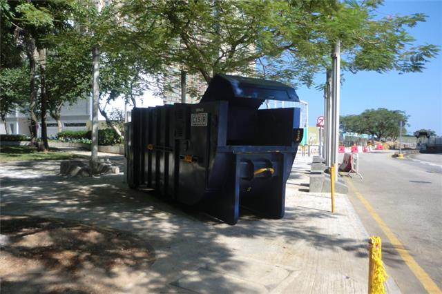 M57 Compacting trash bin at Avenida 1º de Maio (in front of Exit of the carpark for heavy vehicles)