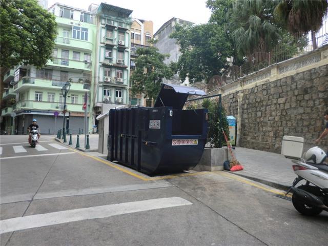 M41 Compacting trash bin at