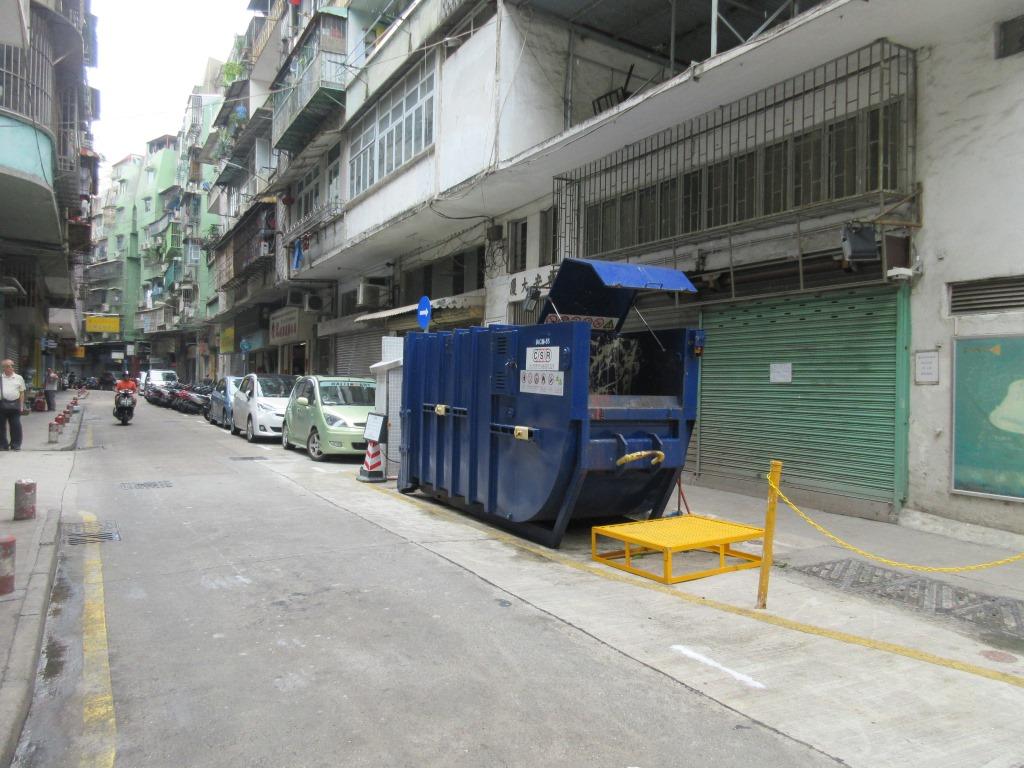 M71 Compacting trash bin at Rua da Harmonia  No. 65