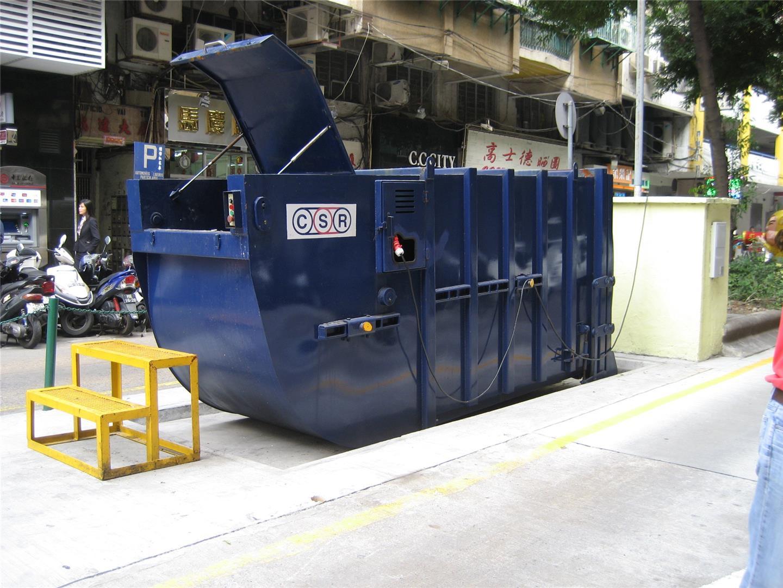 M19 Compacting trash bin at Rua de Francisco Xavier Pereira No. 61