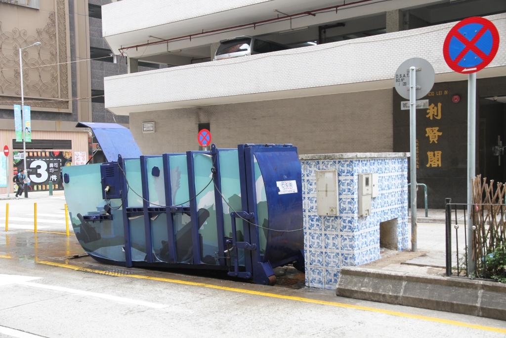 M13 Compacting trash bin at Intersection of Avenida do Ouvidor Arriaga No. 41