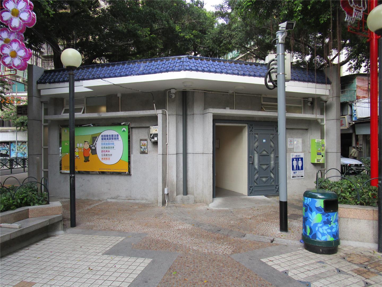 M7 Public toilet at Triangular da Areia Preta Garden
