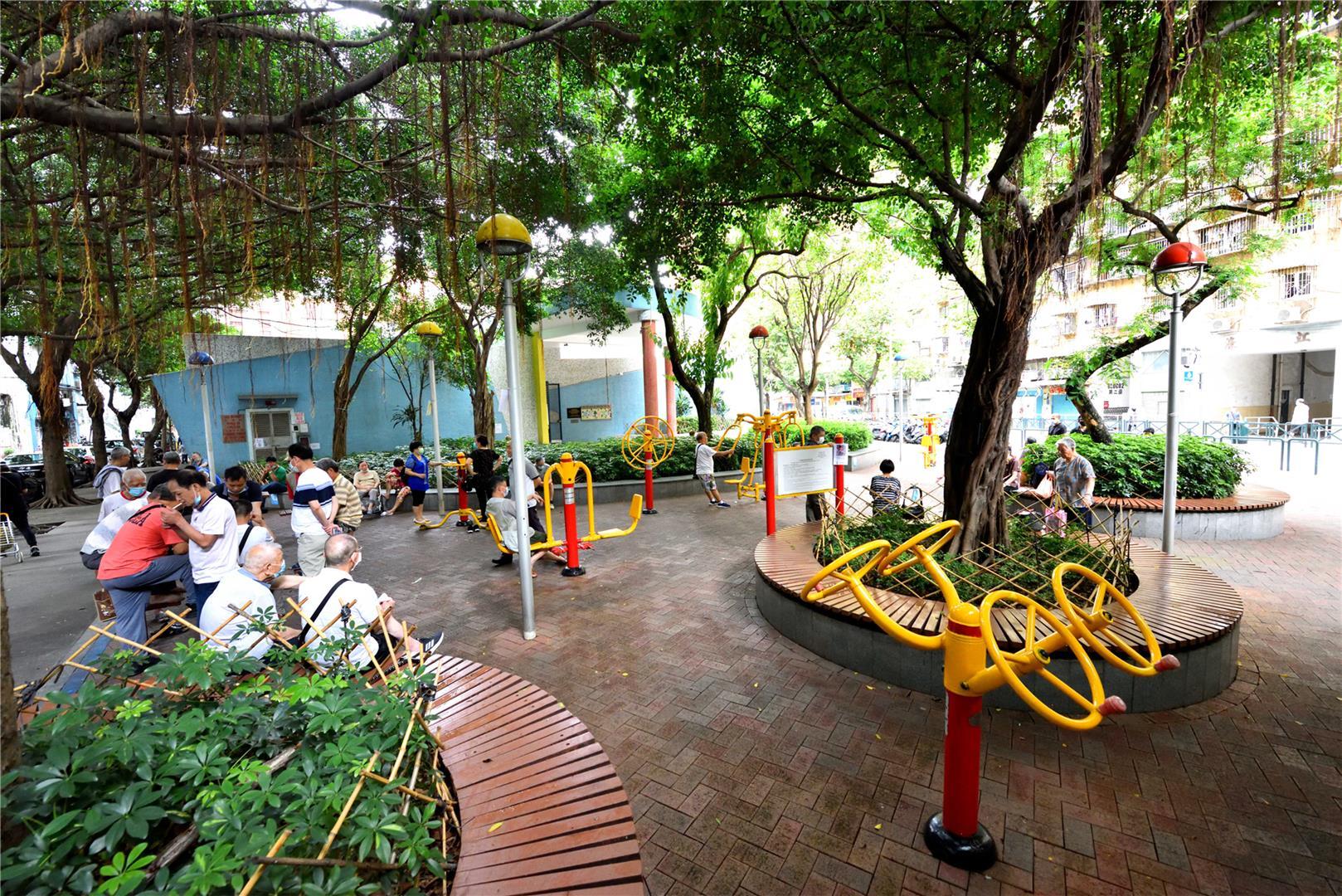 Leisure Area in Rua Marginal do Canal das Hortas (next to Caritas)