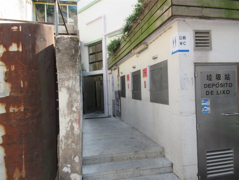 M22 Public toilet at Beco da Pinga