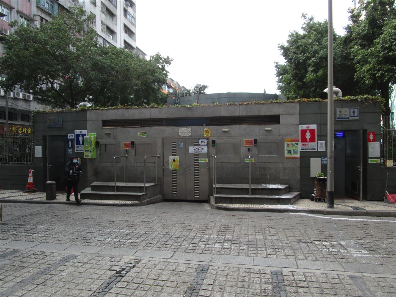M27 Public toilet at Praça de Ponte e Horta