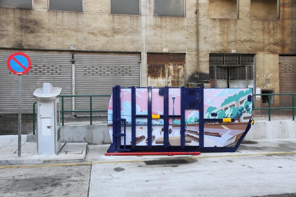 M87 Compacting trash bin at Avenida do Dr. Francisco Vieira Machado No. 607