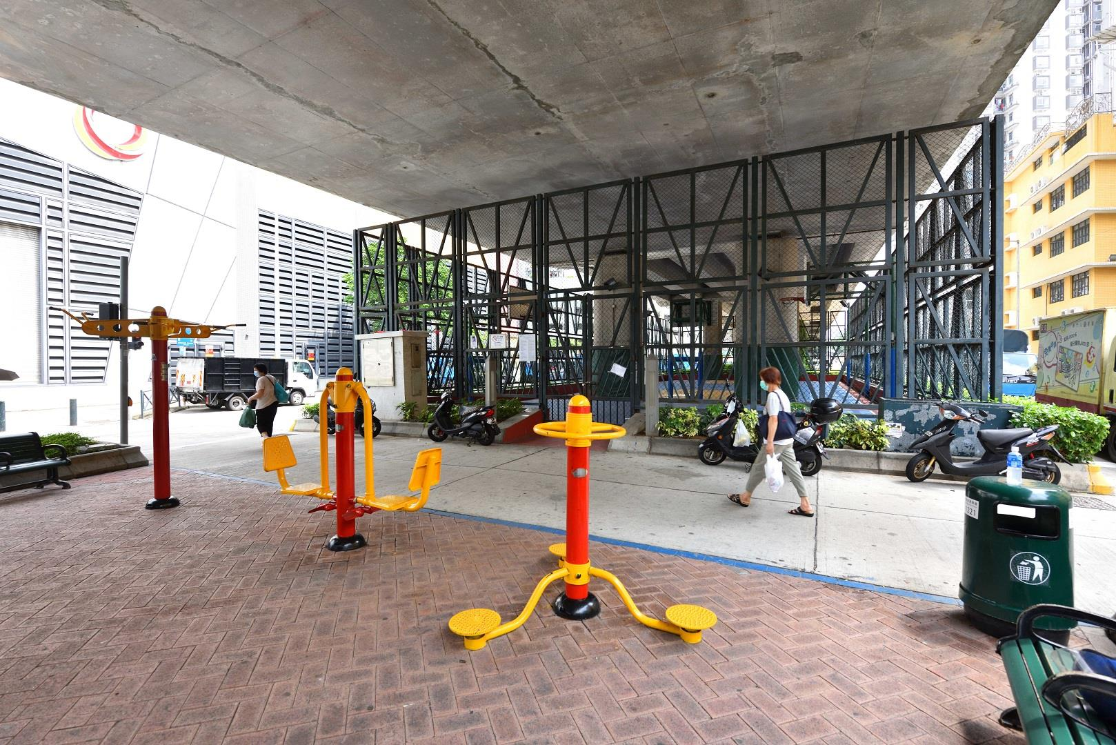Leisure Area in Avenida do Comendador Ho Yin (under the flyover next to the Macao Water Supply Company Limited)