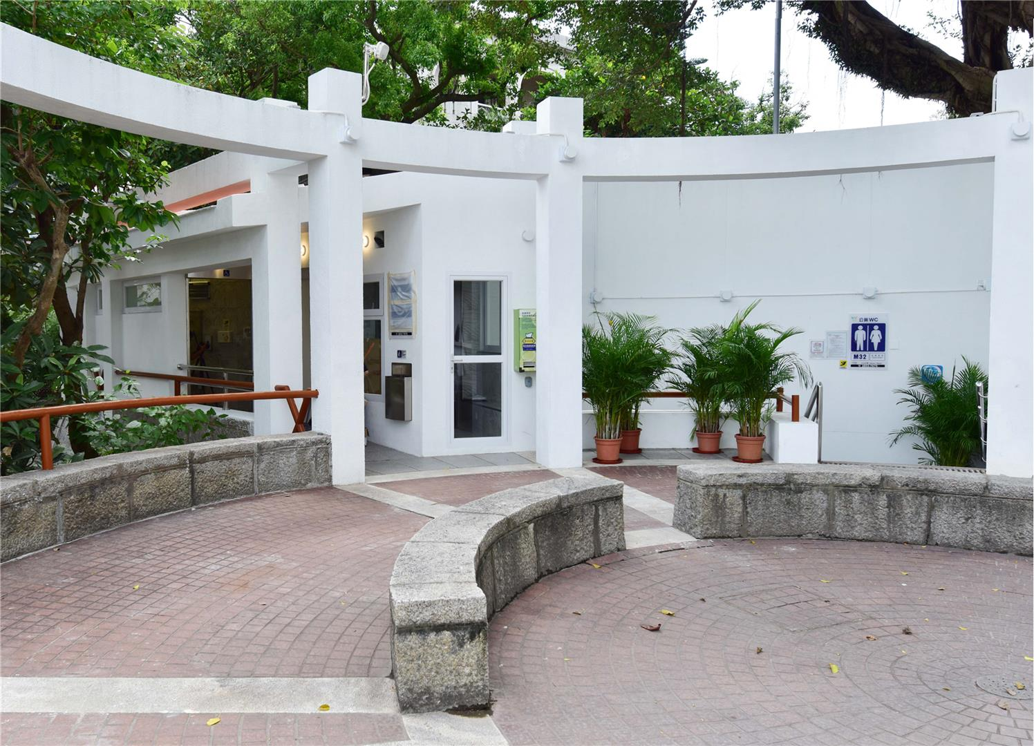M32 Public toilet at observatory of the Penha Hill