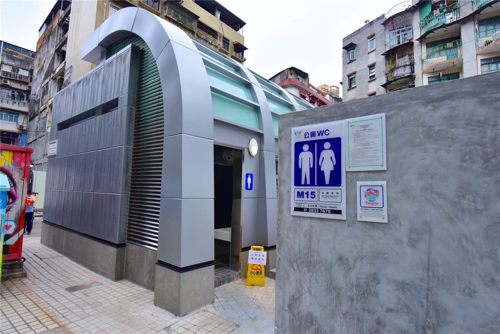 M15 Public toilet at Rua de Manuel de Arriaga