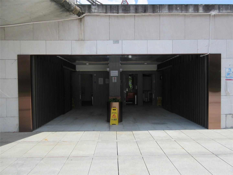 M38 Public toilet at Sai Van Lake Square