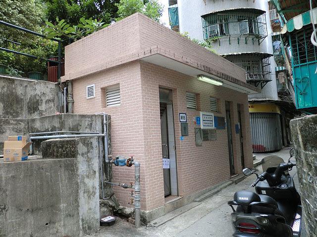 M16 Public toilet at Travessa da Palanchica