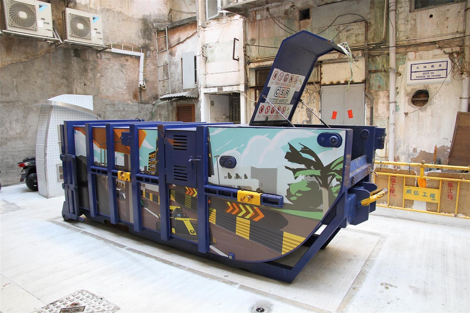 优化垃圾收集设施 五个压缩式垃圾桶投入使用