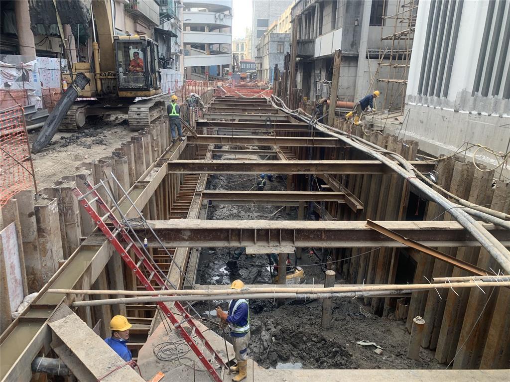 """Obra de construção de """"Box-Culvert"""" da Estação Elevatória de Águas Pluviais do Norte do Porto Interior"""